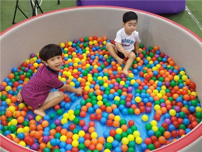 Drop Stitch Fabric Round and Oval Shapes Ball Pool for Kids